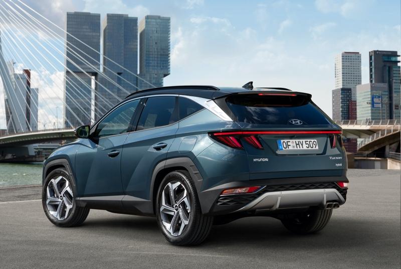 The new Hyundai TUCSON side view