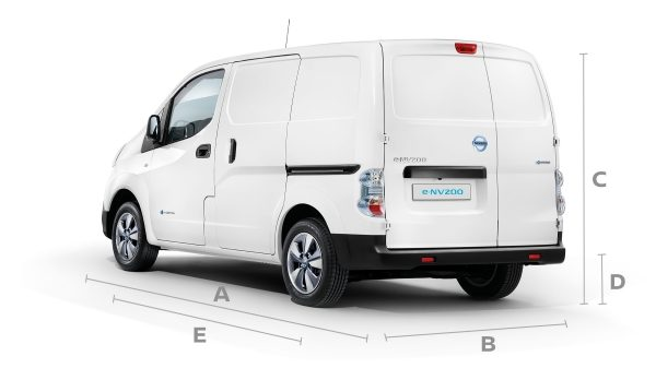 Новият Nissan e-NV200 3/4 отзад с линии за показване на размерите