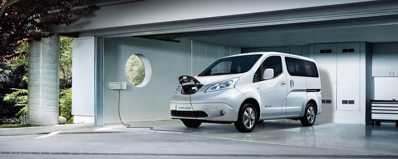 Новият Nissan e-NV200 комби в профил и зареждане с Wallbox у дома
