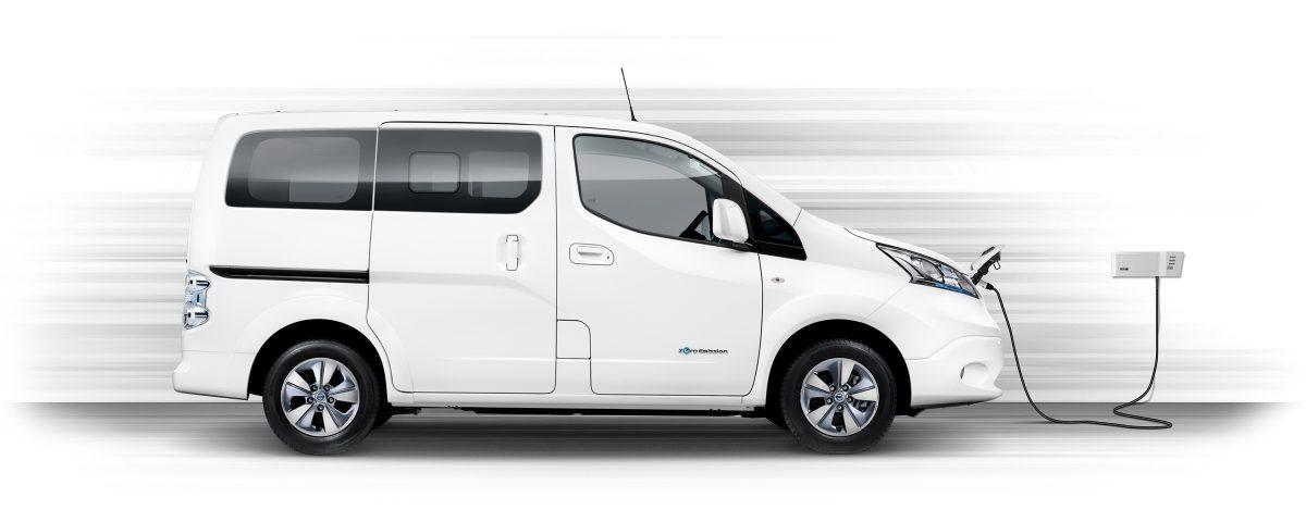 Новият Nissan e-NV200 комби в профил и зареждане с Wallbox