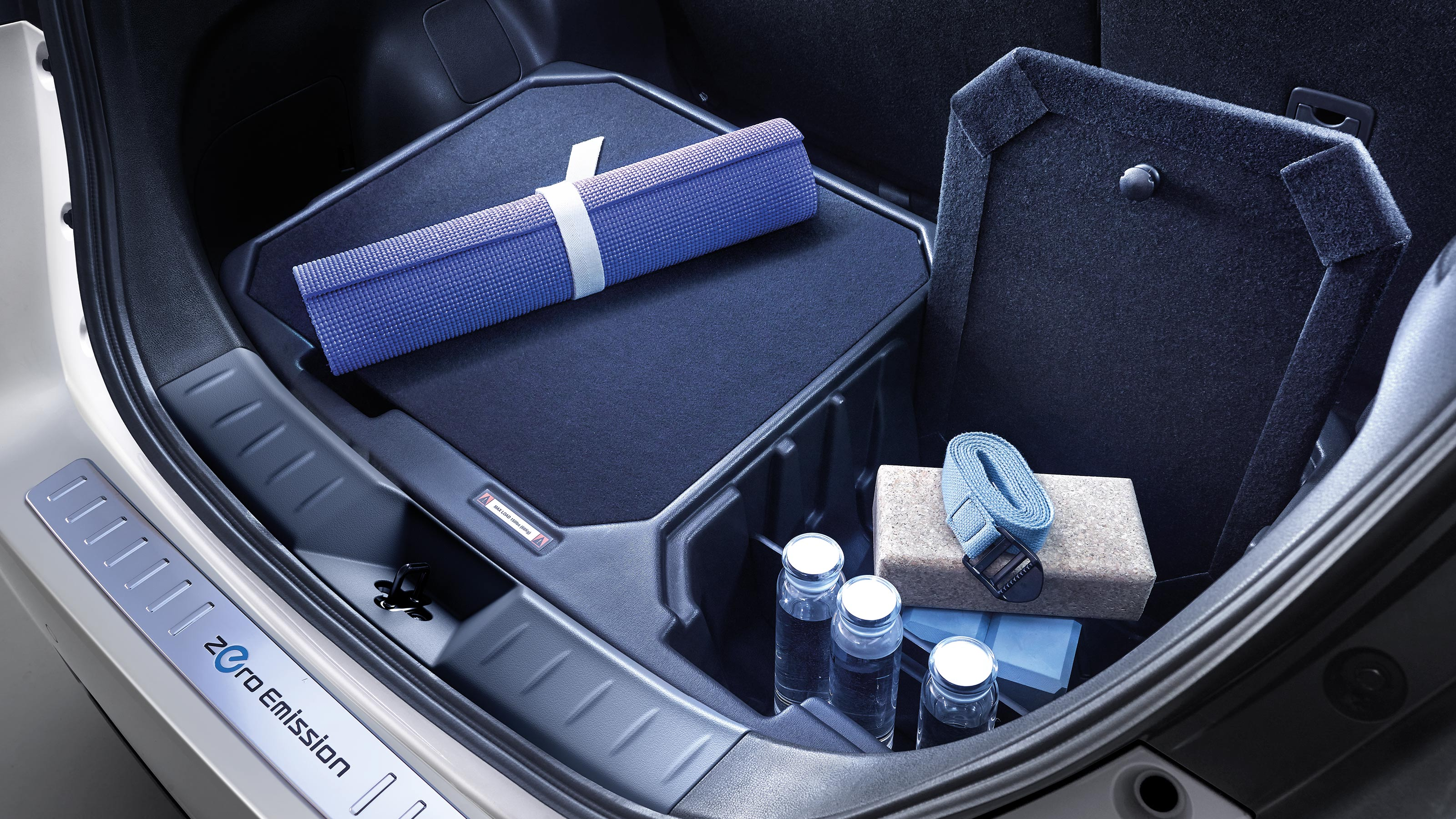 Nissan LEAF bumper protection and cargo organizer
