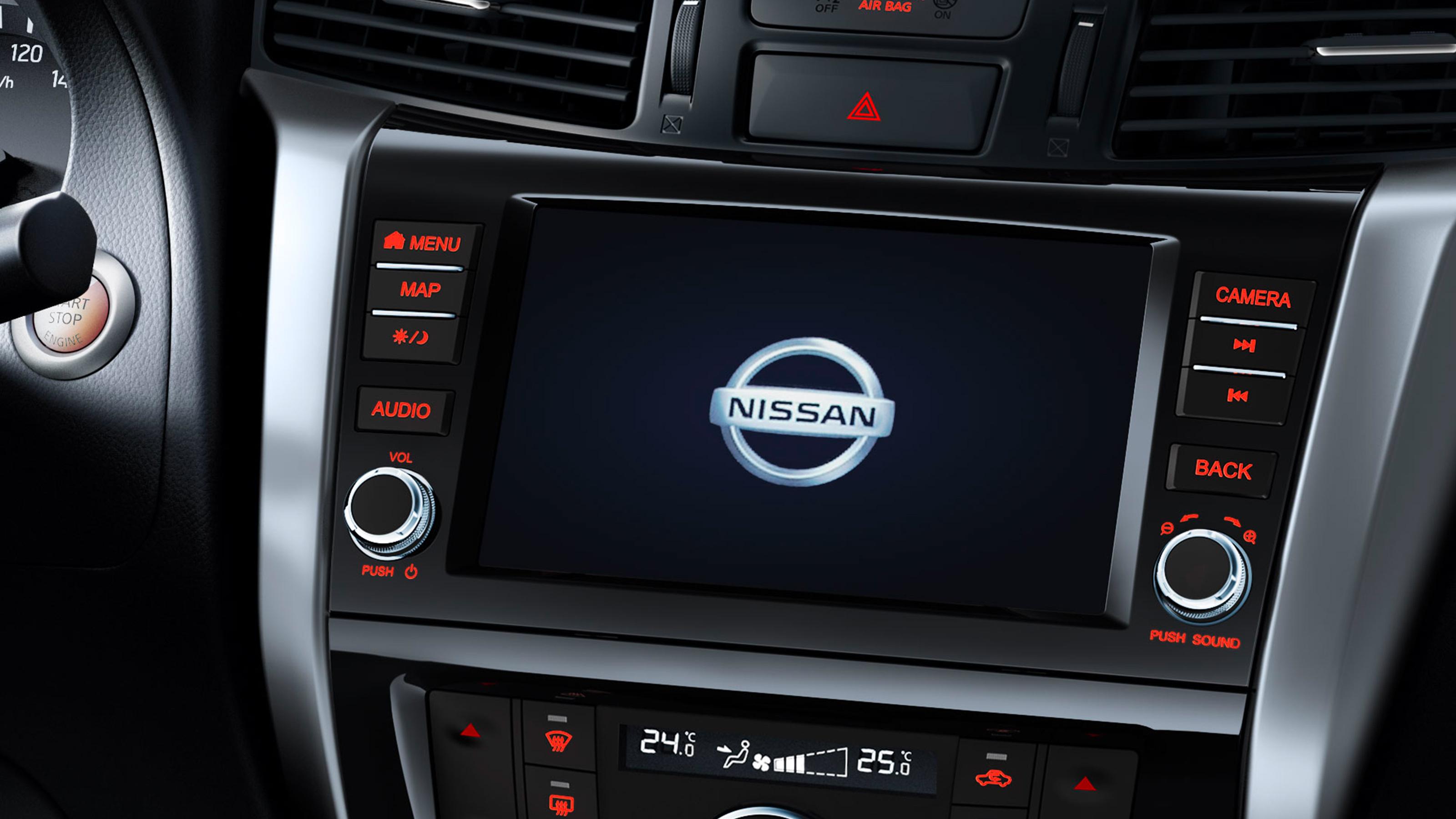 Екран на централната конзола на Nissan Navara в близък план