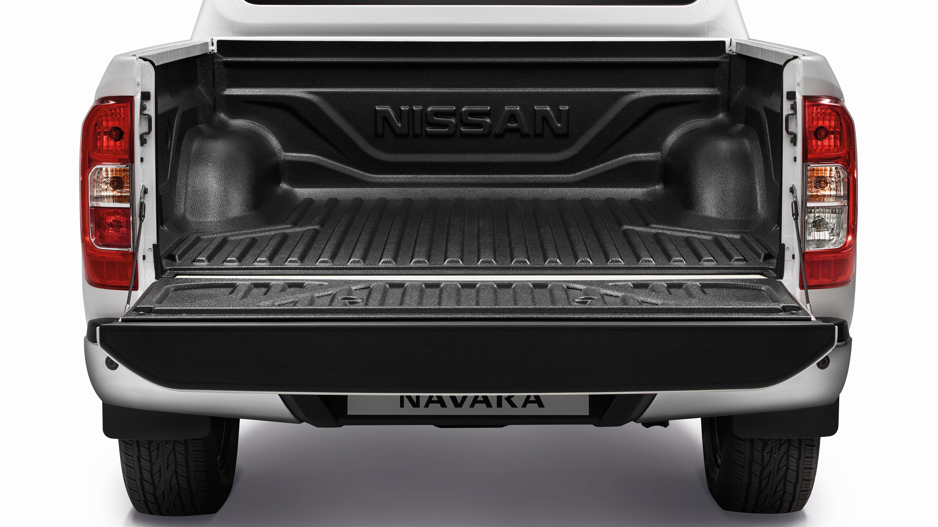 Nissan Navara пластмасово дъно